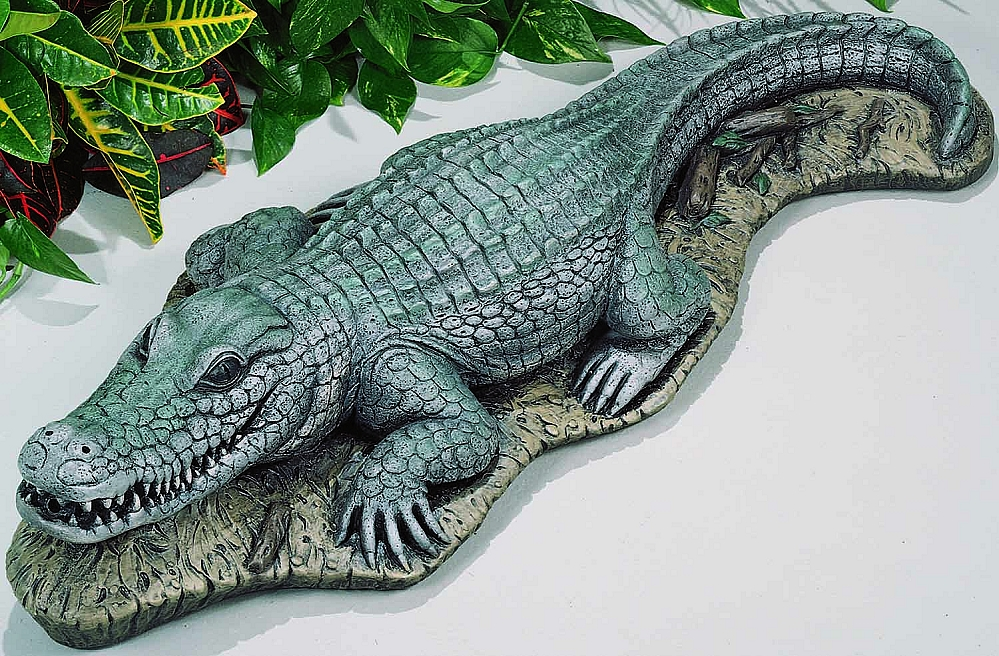 alligator garden statue and fountain. Black Bedroom Furniture Sets. Home Design Ideas